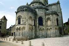 Chauvigny (Vienne): l'église saint Pierre les Châteaux. Le chevet