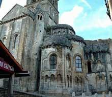 Chauvigny (Vienne): l'église saint Pierre les Châteaux. Le chevet.