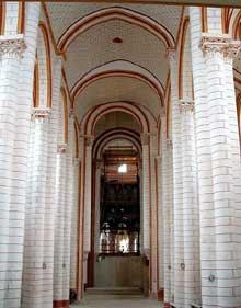 Chauvigny (Vienne): l'église saint Pierre les Châteaux. La nef