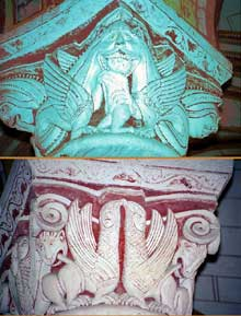 Chauvigny (Vienne): l'église saint Pierre les Châteaux. Chapiteaux du déambulatoire.