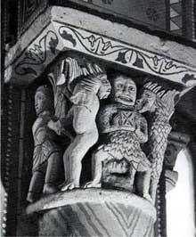 Chauvigny (Vienne): l'église saint Pierre les Châteaux. Chapiteau avec Satan