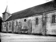 Chézal-Benoît (Cher): l'ancienne église abbatiale saint Pierre. Côté nord