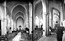Chézal-Benoît (Cher): l'ancienne église abbatiale saint Pierre. Nef et bas côté sud