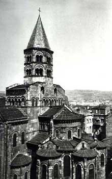 Clermont Ferrand: Notre Dame du Port: le chevet