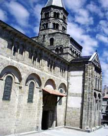 Clermont Ferrand: Notre Dame du Port: le côté sud