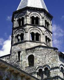 Clermont Ferrand: Notre Dame du Port: la tour de croisée
