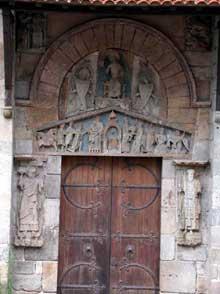 Clermont Ferrand: Notre Dame du Port: portail du transept sud
