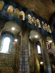 Clermont Ferrand: Notre Dame du Port: la nef