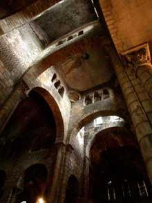 Clermont Ferrand: Notre Dame du Port: la croisée du transept