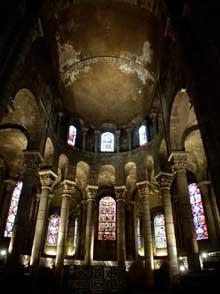 Clermont Ferrand: Notre Dame du Port: le chœur