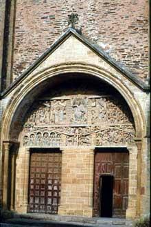 Conques en Aveyron: Sainte Foy, la façade de l'abbatiale