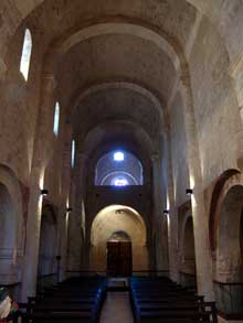 Cruas (Ardèche) Eglise abbatiale Notre Dame de Provence. La nef