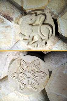 Cruas (Ardèche) Eglise abbatiale Notre Dame de Provence. Clefs de la tribune des moines