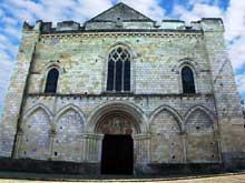 Cunault (Maine et Loire): l'église Notre Dame. La façade