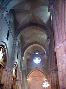 L'église saint Philibert de Dijon, de type roman bourguignon, est voûtée d'arêtes