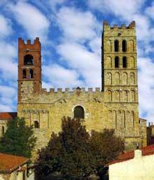 Elne, ancienne cathédrale sainte Eulalie. Vue de la façade occidentale