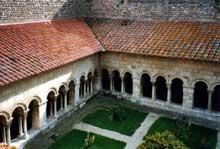 Elne, ancienne cathédrale sainte Eulalie. Le cloître, vue générale