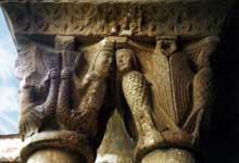 Elne, ancienne cathédrale sainte Eulalie. Sirènes. Galerie sud du cloître