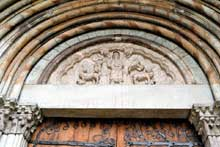 Embrun: ancienne cathédrale Notre Dame du Réal. Tympan du portail nord du Real