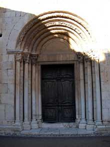 Espira de l'Agly (Pyrénées Orientales): l'église sainte Marie. Le portail