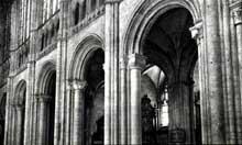 Evreux, cathédrale: les grandes arcades romanes de la nef