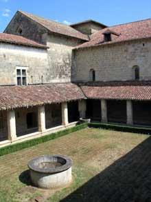 Flaran (Gers): abbaye cistercienne. Le cloître