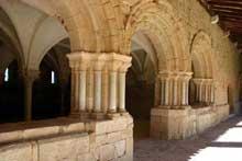 Flaran (Gers): abbaye cistercienne. Le cloître. Partie gothique
