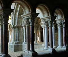 L'abbaye de Fontfroide: le cloître de l'abbaye