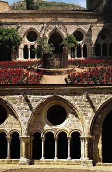 L'abbaye de Fontfroide: le cloître de l'abbaye, galerie nord