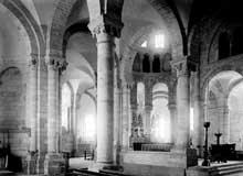 Fontgombault (Indre): l'abbatiale. Le déambulatoire et le chœur