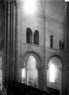 Fontgombault (Indre): le triforium du transept