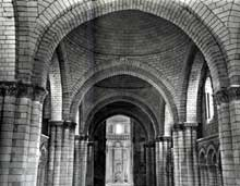 L'abbaye de Fontevrault: la nef de l'abbatiale: voûtes de coupoles