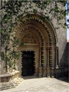 Ganagobie (Basses Alpes): le prieuré bénédictin. Le portail