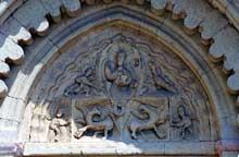 Ganagobie (Basses Alpes): le prieuré bénédictin. Le tympan