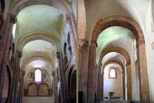 Gourdon (Saône et Loire): l'église Notre Dame. La nef (à gauche) et un bas-côté (à droite)