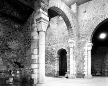 Saint Philibert de Grand Lieu (Loire Atlantique): l'abbatiale. La nef et le chœur