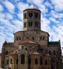 Issoire (Puy du Dôme), saint Austremoine: le chevet de l'église
