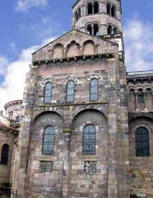 Issoire (Puy du Dôme), saint Austremoine: le transept nord