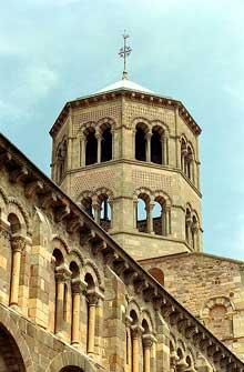 Issoire (Puy du Dôme), saint Austremoine: tour de croisée