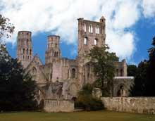 Jumièges (Seine Maritime): abbatiale Notre Dame. Vue générale
