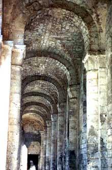Jumièges (Seine Maritime): abbatiale Notre Dame. Bas-côté