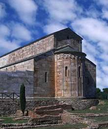 Lucciana (Corse): cathédrale de La Canonica. Vue générale. Le chevet
