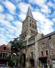 La Charité sur Loire: église abbatiale Notre Dame: façade occidentale