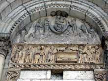 La Charité sur Loire, église abbatiale Notre Dame: le tympan de la façade occidentale.