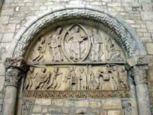 La Charité sur Loire, église abbatiale Notre Dame: second tympan de la façade occidentale actuellement sur le mur du fond du bras sud du transept