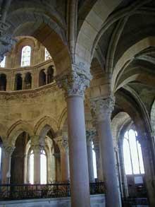Langres, cathédrale Saint Mammès: chœur et déambulatoire