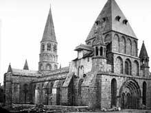 Le Dorat (Haute Vienne): collégiale saint Pierre. Vue générale