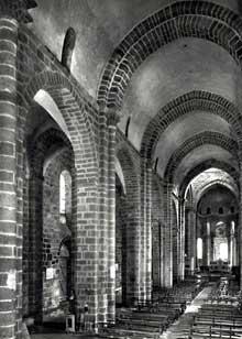 Le Dorat (Haute Vienne): collégiale saint Pierre. La nef