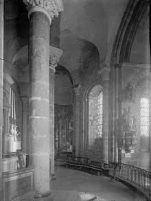 Le Dorat (Haute Vienne): collégiale saint Pierre. La croisée: le déambulatoire