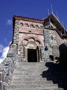 Le Puy en Velay. Saint Michel d'Aiguilhe, portail d'entrée